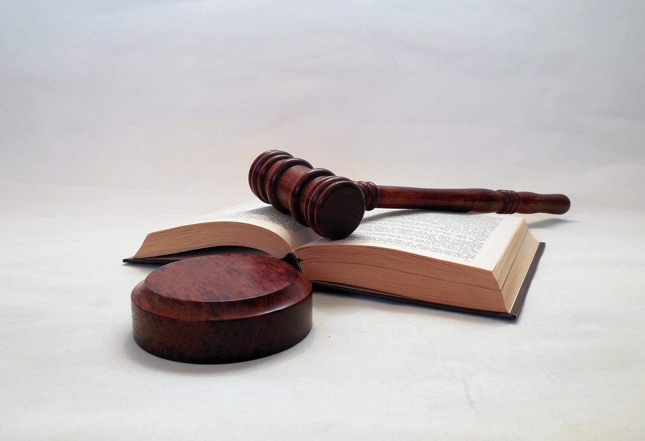 Zes maanden schorsing na kwalijke rol in vechtscheiding - Het Advocatenblad