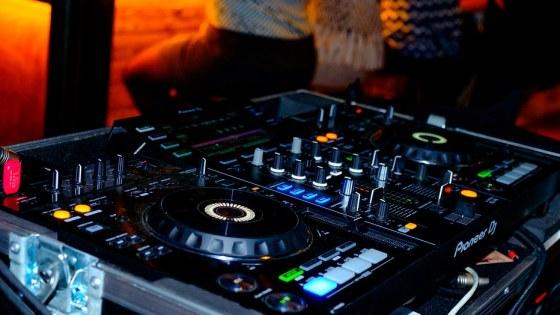club-3960687_960_720