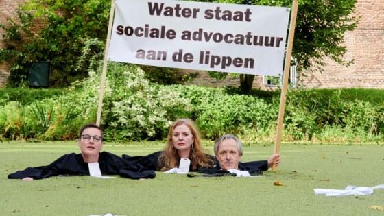 Water staat sociale advocatuur aan de lippen m