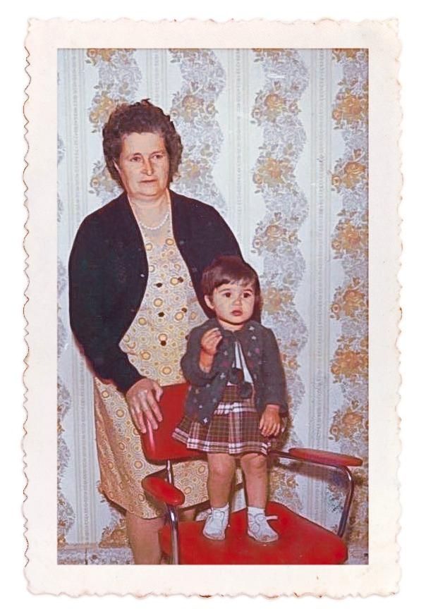 Bij kader_Eva met haar oma in Spanje